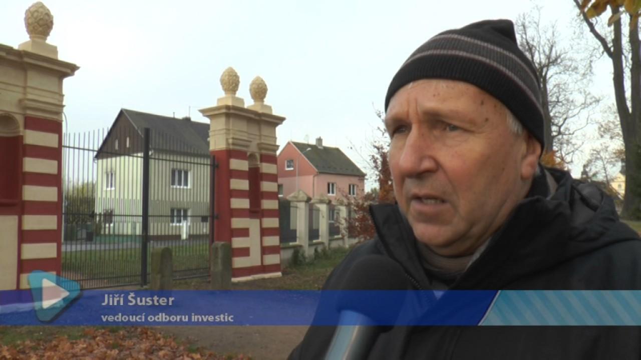 Socha Jana Nepomuckého a vstupní brána do zámeckého parku mají nový kabát