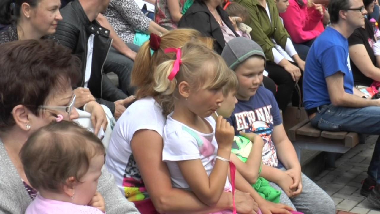 Děti rodičům na Letní scéně při MDDM