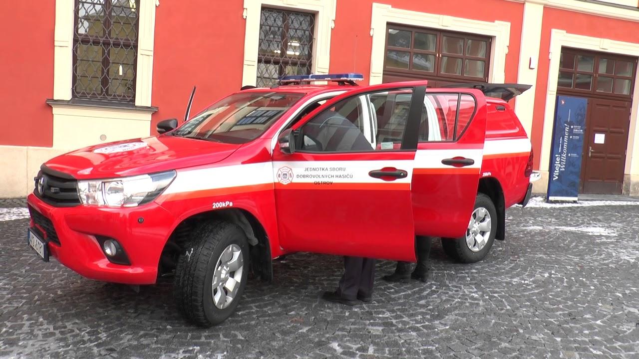 Ostrovští hasiči obdrželi nový vůz